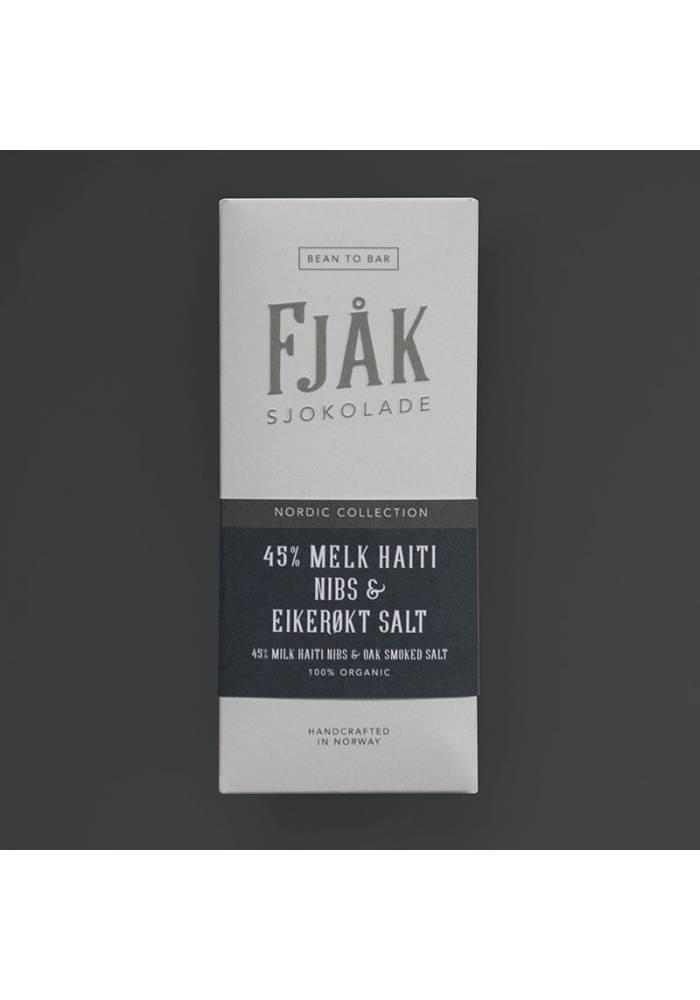 Fjåk Sjokolade Mleczna Haiti 45% z nibsami i solą wędzoną drewnem dębu